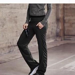 ATHLETA La viva pants size 6 black color